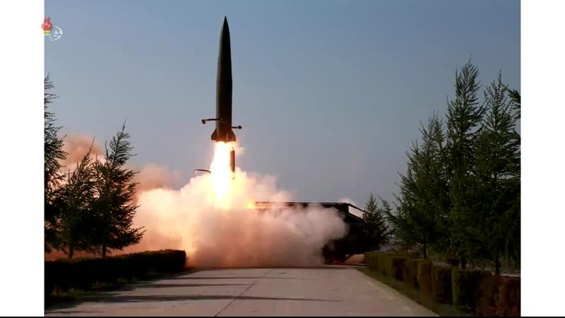 경애하는 최고령도자 김정은동지께서 조선인민군 전연 및 서부전선방어부대들의 화력타격훈련을 지도하시였다