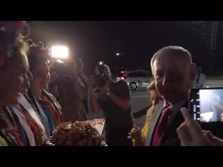 Сара Нетаньяху устроила скандал в самолете и бросила хлеб-соль в аэропорту Киева.