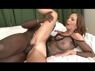 Bangin' MILFs / Взрывоопасные МИЛФы (Raylene, Alex Fe, Kiara Mia, Laura Dark, Mark Wood)