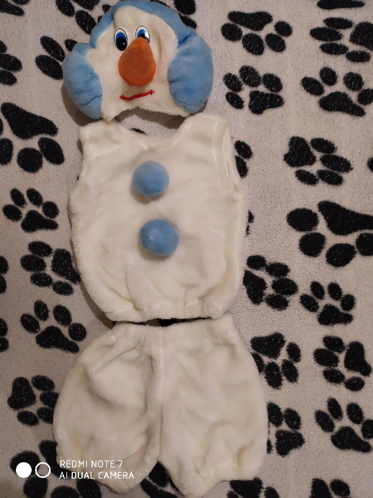 Продам костюм снеговика на возраст, примерно, 3-5 лет.