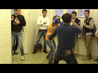 Дагестанец показал как умеет бить ногами в челюсть
