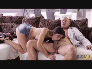 [old4k] unsatisfied chick motivated old dad to drill her... / ненасытная девчонка лезет на старческий член
