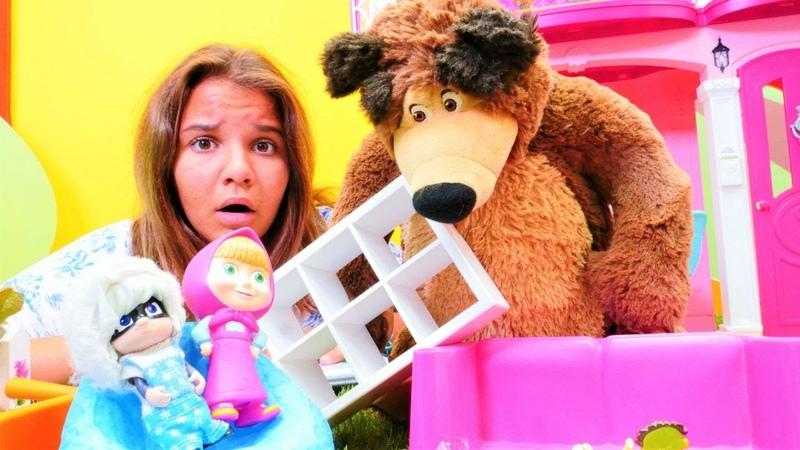 Maşa ve Koca Ayı oyuncakları Semanın oteline geliyorlar. Otel oyunu