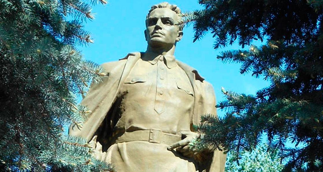 Памятник Кузнецову