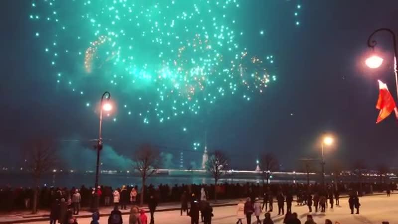 Салют в честь 76 летия прорыва блокады Ленинграда