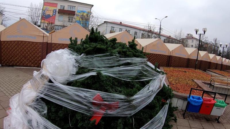 На Советской площади в Солнечногорске начали ставить елку. 16 ноября 2019 года.