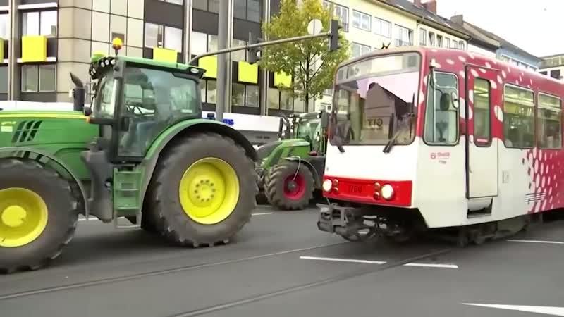 Bauern Demos in Deutschland Traktoren legen den Verkehr lahm 720p 30fps H264 192kbit AAC