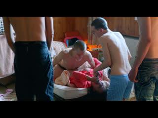 Сын с друзьями ебет пьяную маму (трахает мамку, инцест в фильме, кончил маме в пизду, разрешила себя трахнуть)