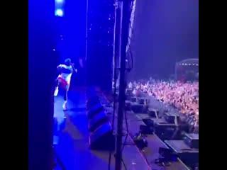 Тысячи людей поддерживают A$AP Rocky на фестивале Atlas Weekend в Киеве Рифмы и Панчи