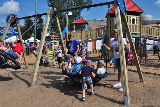 Детская площадка на центральной площади г. Енисейск.