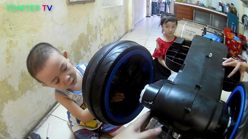 Bé Teppi tự lắp ráp xe máy điện trẻ em ❤ Xe điện trẻ em ❤ TOMTEP TV