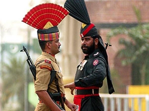 Граница Cмена караулов в Индии Пакистан