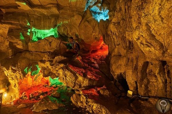 Воронцовские пещеры Эта пещера самая длинная карстовая полость в Краснодарском крае, и занимает 6 место в системе длиннейших пещер в России. Общая протяженность составляет около 12 километров, а