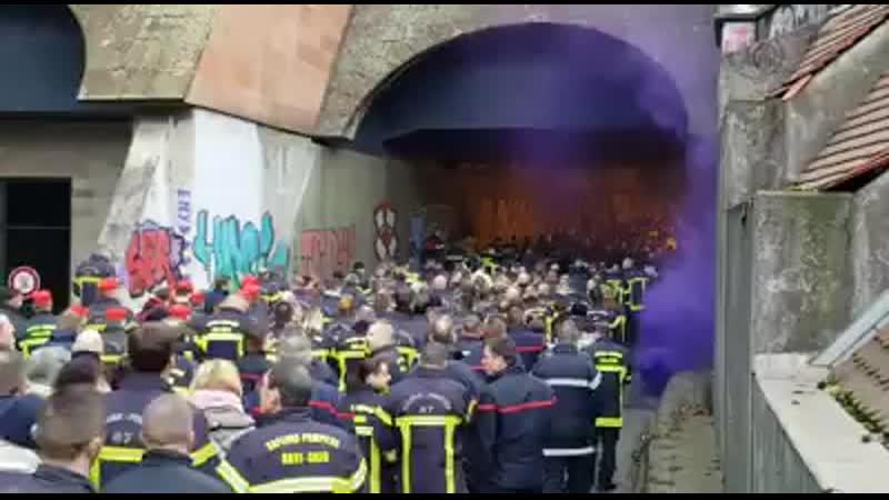 Les pompiers Bas-Rhinois défilent ce vendredi matin à Strasbourg pour dire stop aux agressions.mp4