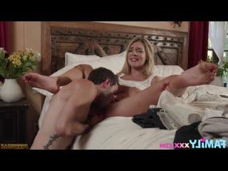 Мачеха подрочила и соблазнила спящего пасынка на горячий домашний секс