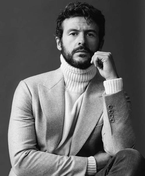 А вы знали, что Диего Мартин, который тоже присоединился к актерскому составу «Элиты», играл брата Аче в известной испанской мелодраме «Три метра над уровнем неба» С нетерпением ждём Диего Мартина!