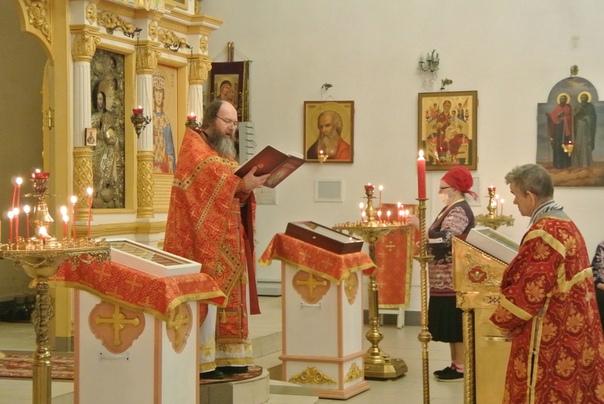Всеношная, литургия и крестный ход в Свято-Екатерининском храме.