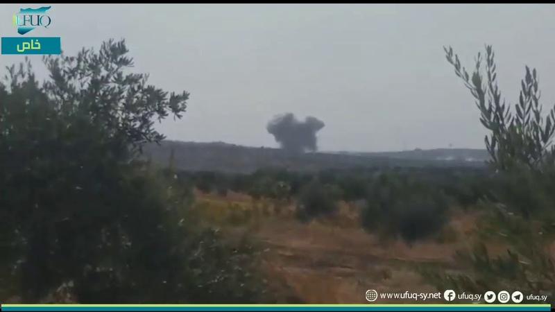 الطيران الحربي الروسي يستهدف بصواريخ متفجرة محيط قرية كفرسجنة في ريف ادلب الجنوبي
