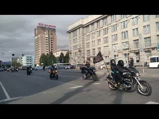 Байкеры перекрыли площадь Ленина