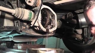 Мазда Трибьют: ремонт и обслуживание - Замена масла в раздатке и заднем редукторе