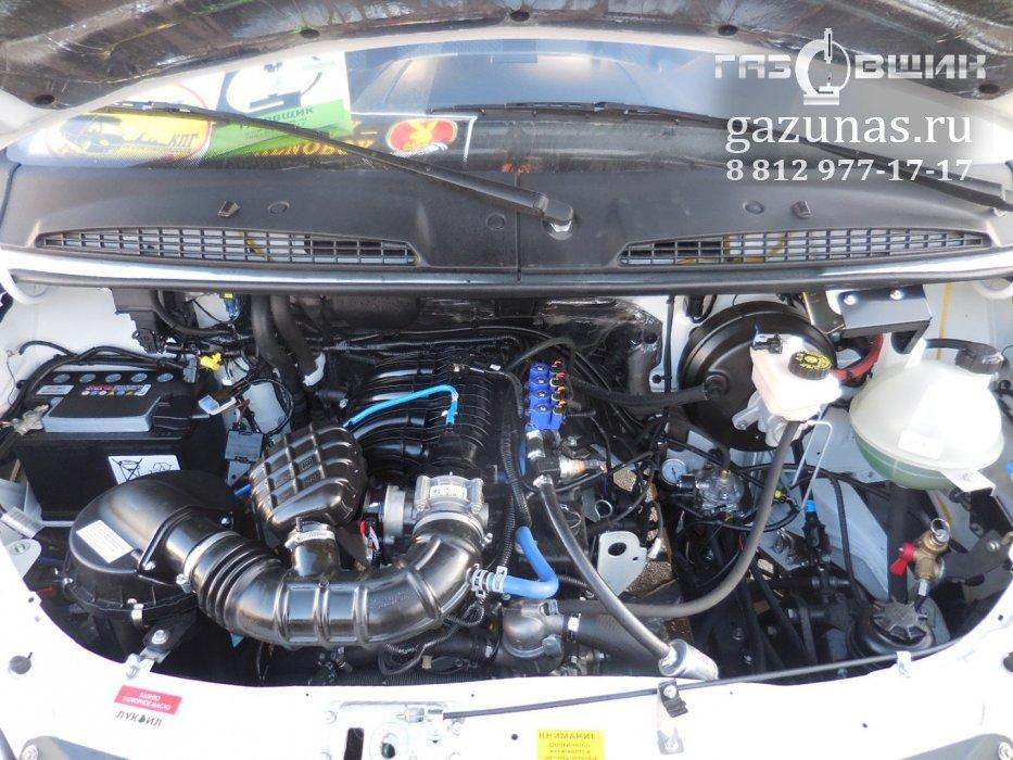 Двигатель: рядный, бензиновый (инжекторный), 4-цилиндровый, рабочий объем 2.8л, мощность 107л.с.