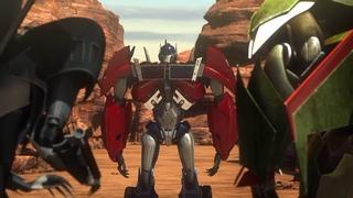 Skyquake vs. Optimus & Bumblebee