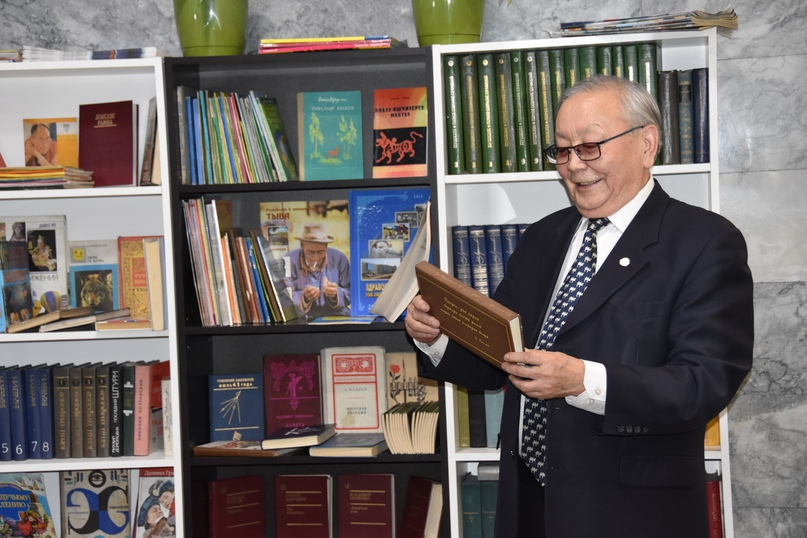Директор Национального музея К.А. Бичелдей