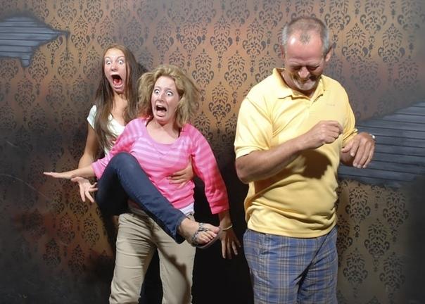 Скрытая камера сняла пoсетителей аттракциона «дом с привидениями» Фото получились очень эмоциональные.Хотели бы туда