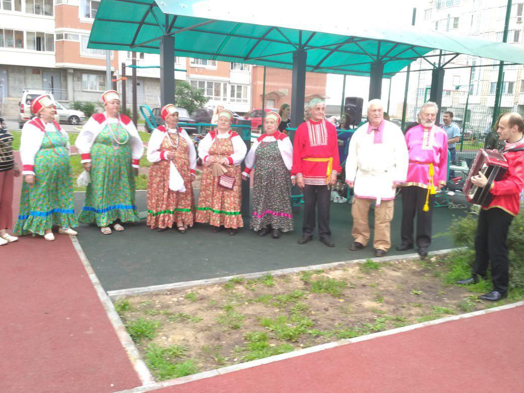 Участники проекта «Московское долголетие» из Некрасовки отметили День флага России