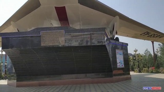 Памятник самолёту Ту-134 в Худжанде  /  Monument to Tu-134 in Khujand