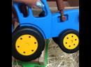 Синий трактор едет к нам