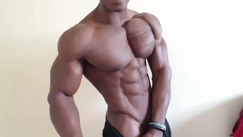 Michael Carters hot huge and shredded pecs MyMuscleVideo