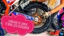 Секси! Очередной лайфхак по замене резины на мотоцикле KTM от мотогонщицы Светланы Барановой