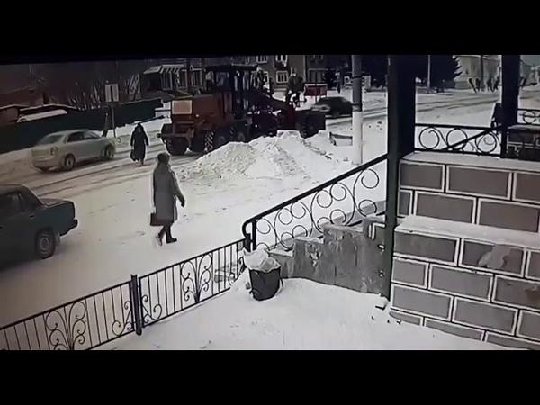 В Тюмени автогрейдер наехал на пенсионерку