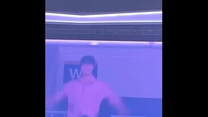 мунбин танцует