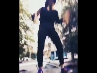 девушка, устроившая танцы на крышах машин в казани, явилась в полицию  девушка, которая устроила танцы накрышах автомобилей в