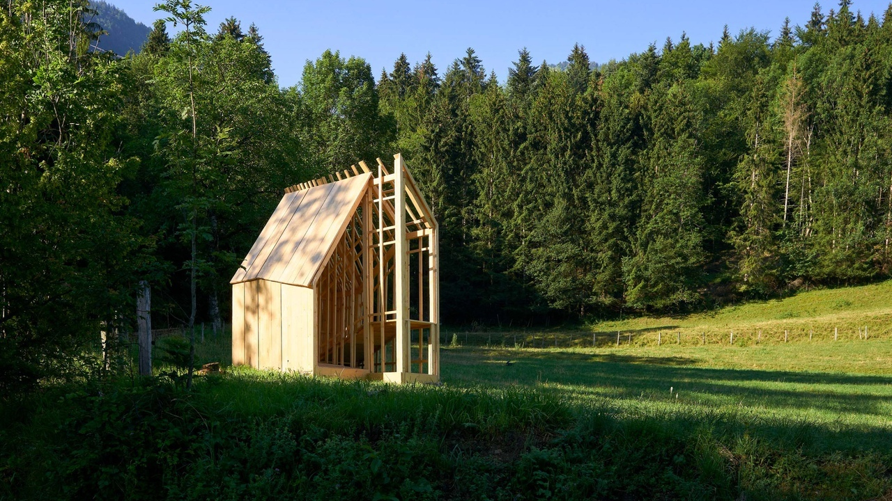 JCPCDR Architecture's tiny timber pavilion invites walkers to «pause and observe»