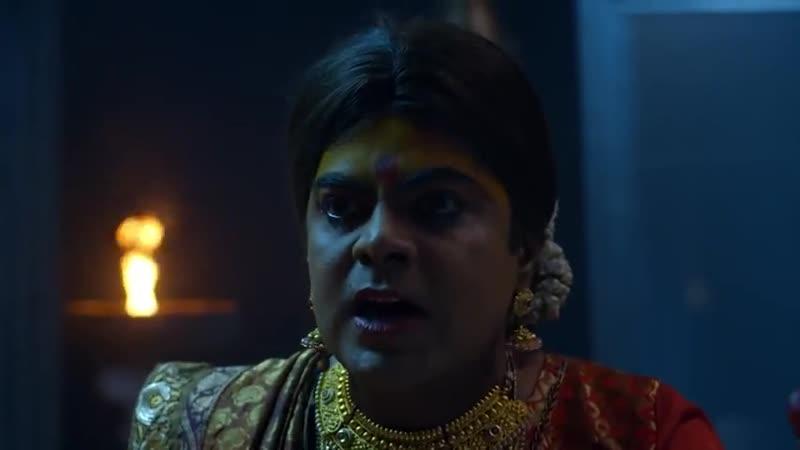 Beautiful woman self navel stab in saree