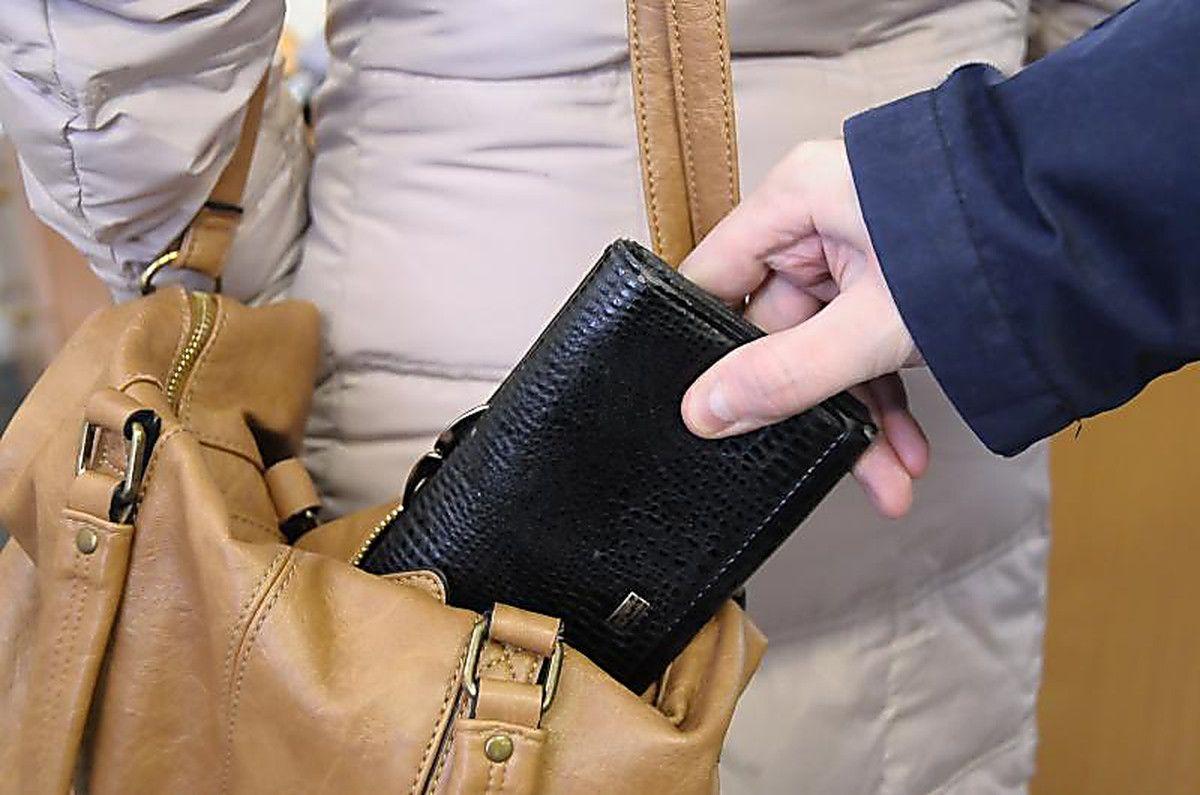 Злоумышленник установлен благодаря биологическим следам на дамской сумке