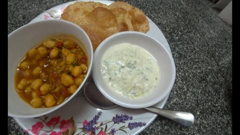 36. Индийская кухня: чана масала (нут) и пури, лепёшки в масле.