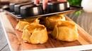 Выложите ломтики картошки по формочкам для кексов и получите кулинарный шедевр