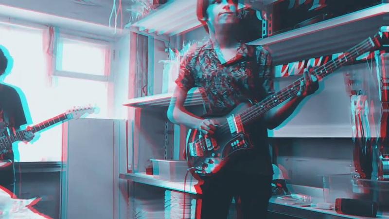 половина гитариста и целый басист играли флеш, но скотина вокалист опять нажрался и всё испортил