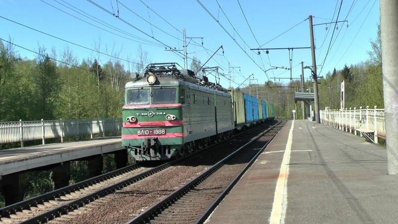 Электровоз ВЛ10-1888 с грузовым