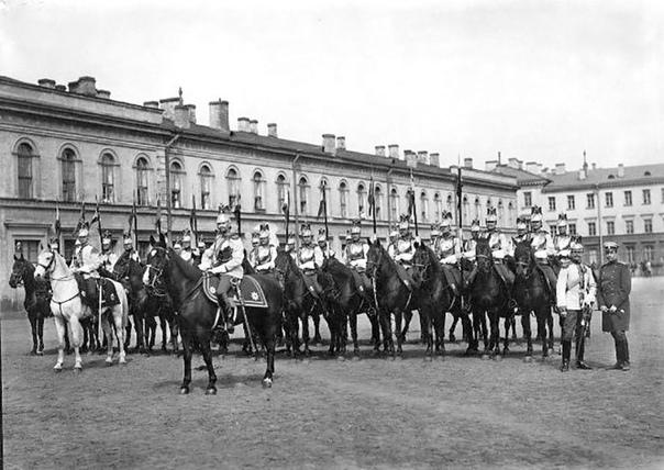 считаете полковые фотографии конной гвардии в с петербурге владела