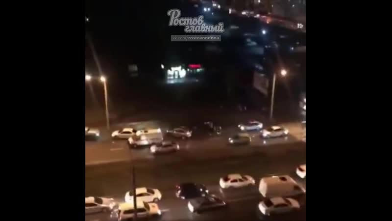 На Левенцовке водитель на белом фургоне сбил женщину и ребёнка 27 11 2019 Ростов на Дону Главный