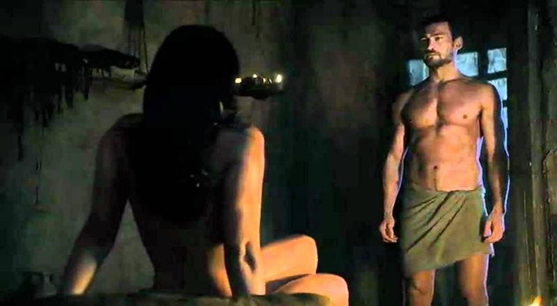 Spartacus Ep9 1 - Scena sesso Lucrezia con Batiato e Mira con Spartacus