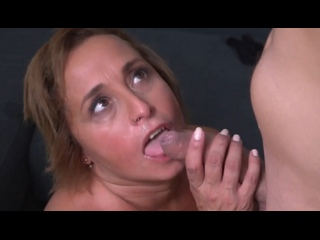 ПОРНО -- ЕЙ 47 --ХИТРАЯ МАМАША ЗАВЕЛА СЕБЕ МОЛОДОГО ЛЮБОВНИКА -- pornsex milf mature -- Conchita
