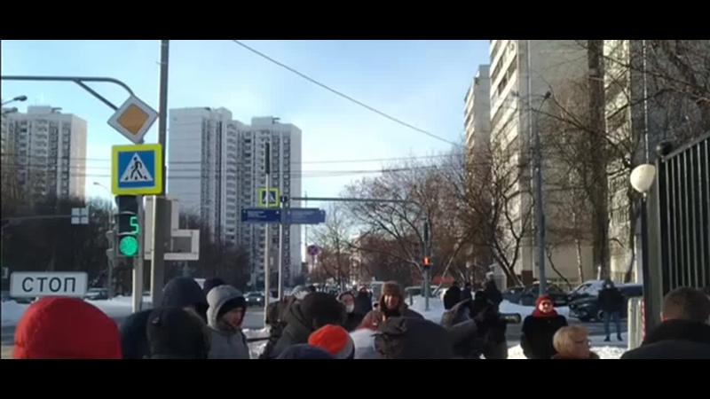 Около здания Бабушкинского суда. 16 февраля 2021 продолжение судилища над Навальным.