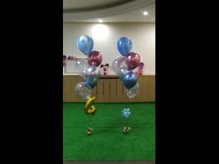 Фонтан из шаров: шары-хром, размытые многоцветные шарики, шары с конфетти и маленькая фольгированная цифра