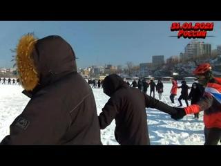 Владивосток протестующие собрались-Там полиция вытолкала всех на лёд- митинг 31января(1)